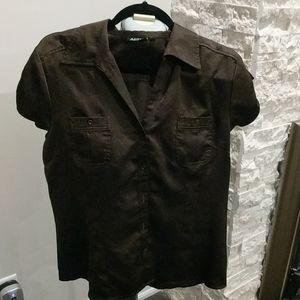 Brown shirtsleeve blouse